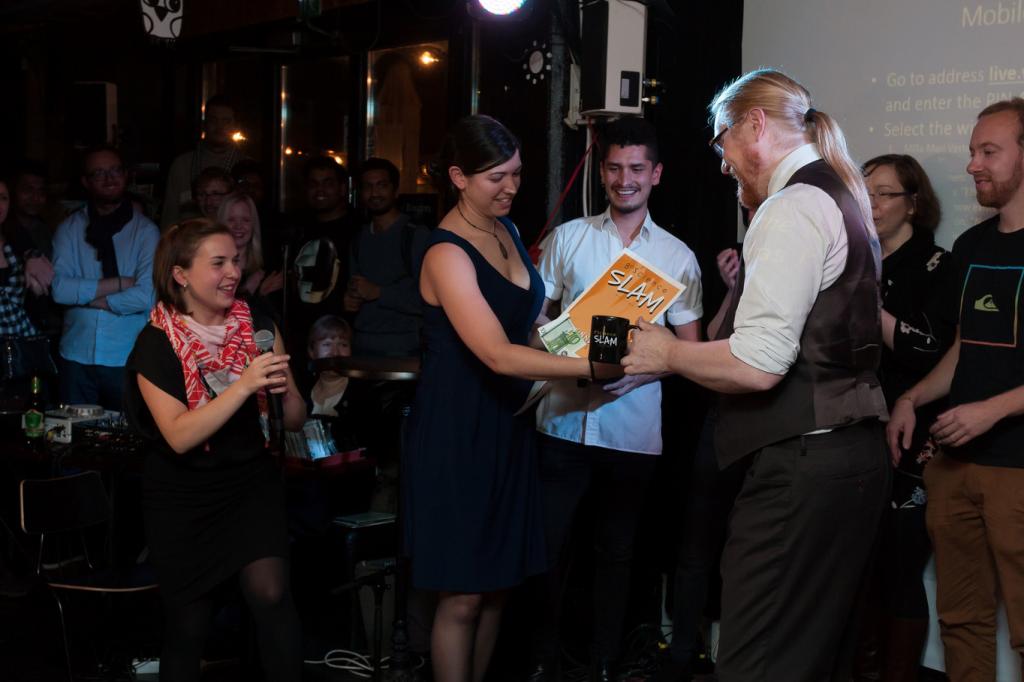 Samuli is awarded winner of the 8th edition of Science Slam Helsinki.